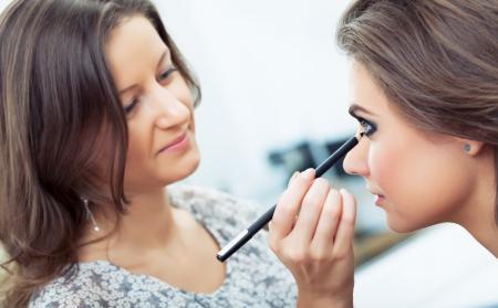 Eyeliner czy kredka – czym lepiej malować oczy?