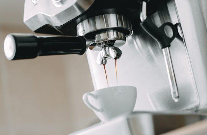 Jak znaleźć dobry i tani ekspres do kawy?