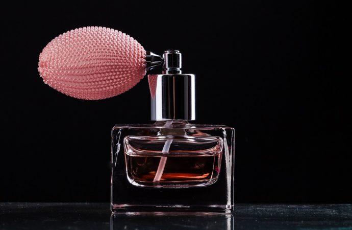 Jak przedłużyć trwałość zapachu perfum?