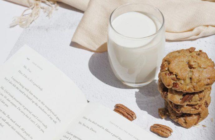 Czy mleko owsiane jest lepsze niż napój owsiany?